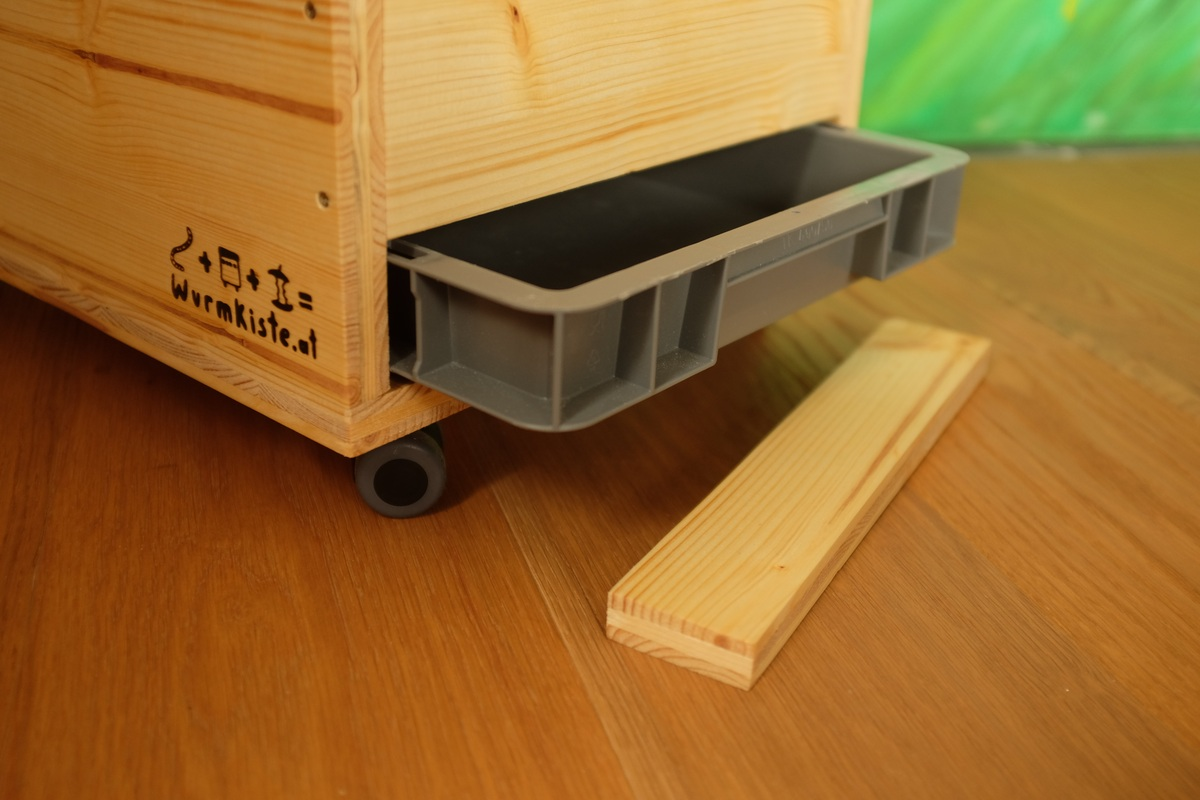 wurmhocker wurmkiste fertig wurmpower. Black Bedroom Furniture Sets. Home Design Ideas